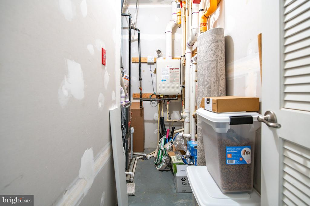 Utility closet with tankless hot water heater - 3504 11TH ST S, ARLINGTON