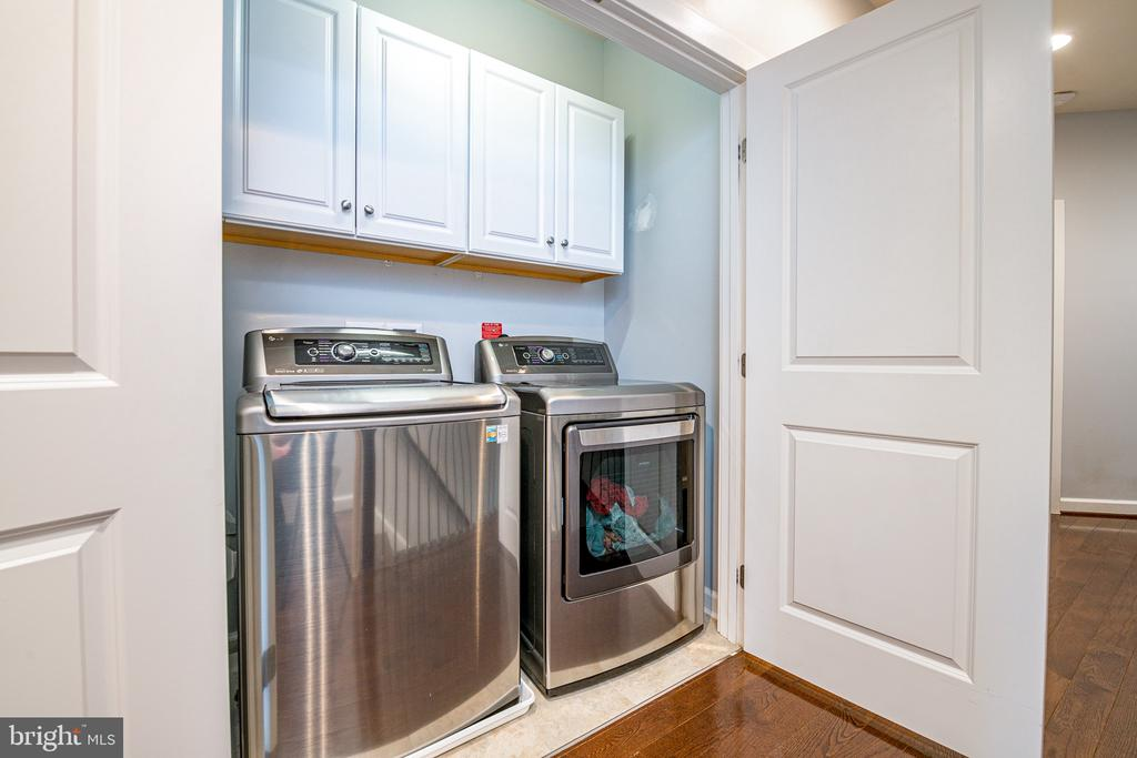 Large washer/dryer on bedroom level with cabinetry - 3504 11TH ST S, ARLINGTON