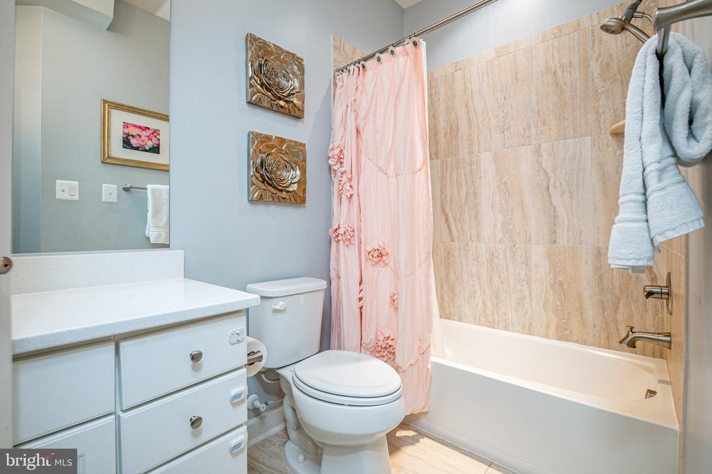 2nd full bathroom on 3rd level with tub shower - 3504 11TH ST S, ARLINGTON