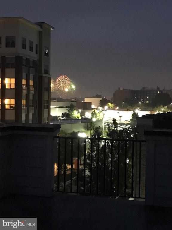 4th of July Fireworks from 4th floor private deck - 3504 11TH ST S, ARLINGTON