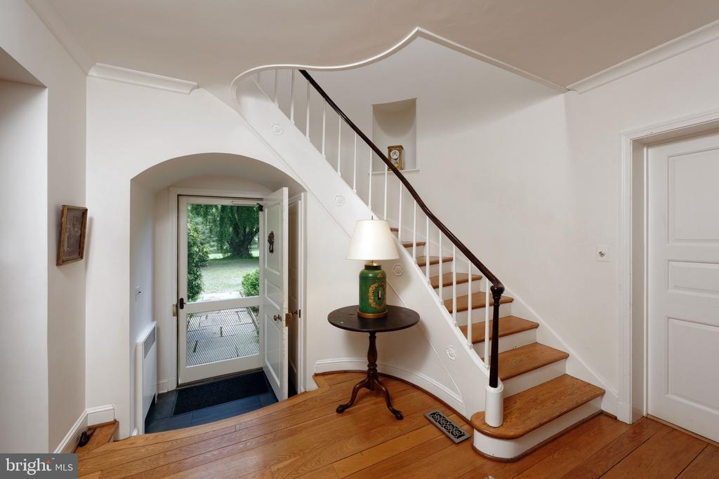 Gorgeous details inside and out! - 501 W WASHINGTON ST, MIDDLEBURG