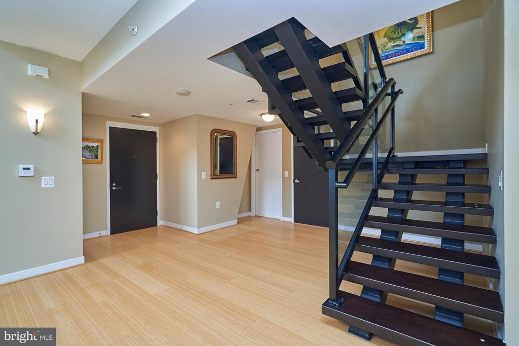 Floating stairwell - 12025 NEW DOMINION PKWY #G-118, RESTON