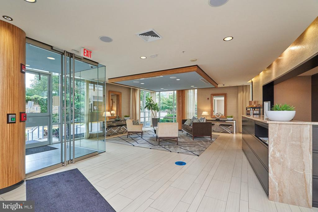 Lobby with Concierge - 12025 NEW DOMINION PKWY #G-118, RESTON