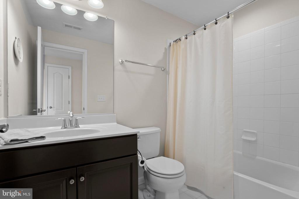 Lower Level Full Bathroom - 43264 HEAVENLY CIR, LEESBURG