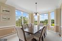 Dining room features crown molding and chair rails - 43264 HEAVENLY CIR, LEESBURG