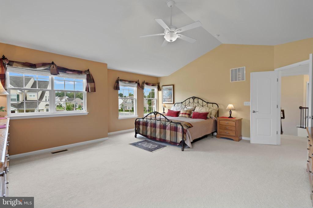 Huge Master Bedroom - 43264 HEAVENLY CIR, LEESBURG