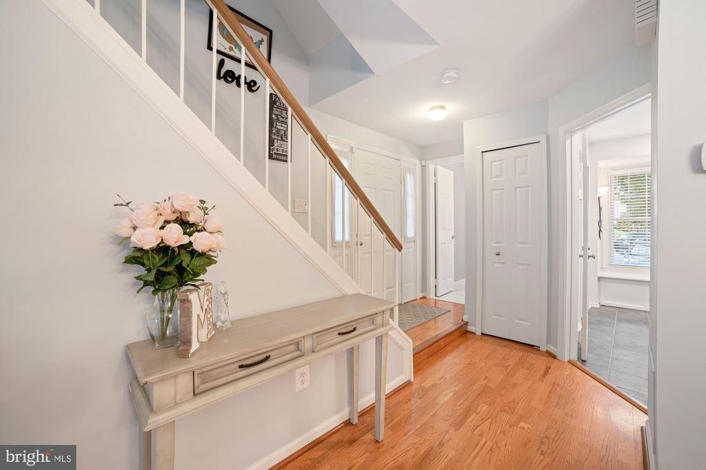 Foyer - Hardwoods, Coat Closet, Overhead Lighting - 8486 SPRINGFIELD OAKS DR, SPRINGFIELD