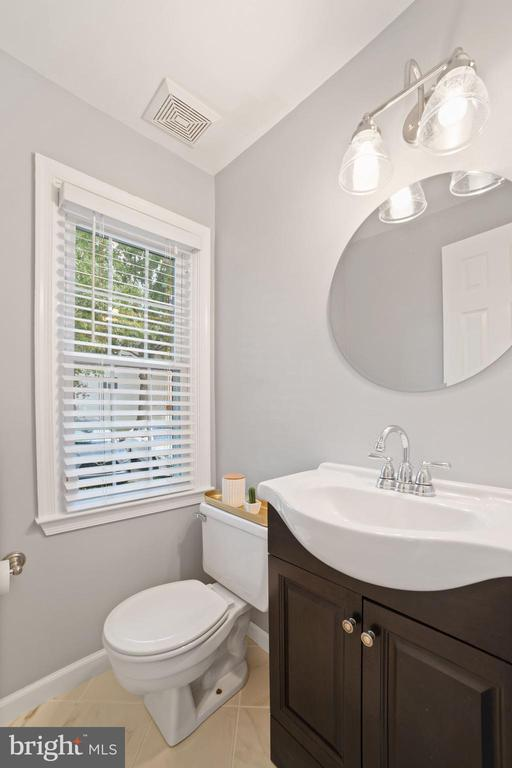 Half Bathroom on Main Level of Home - AMAZING! - 8486 SPRINGFIELD OAKS DR, SPRINGFIELD