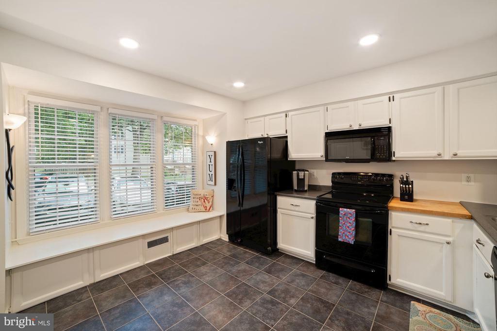 Kitchen Boasts Wall of Windows - Abundance of Sun! - 8486 SPRINGFIELD OAKS DR, SPRINGFIELD