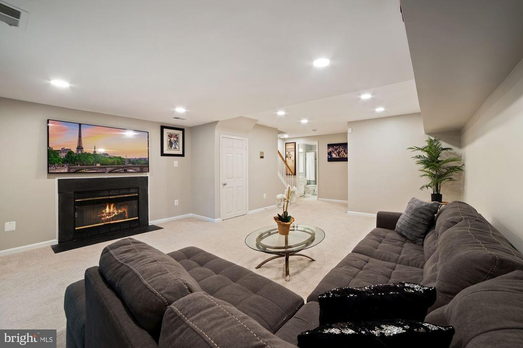 Charming Wood Burning Fireplace is Focal Point - 8486 SPRINGFIELD OAKS DR, SPRINGFIELD