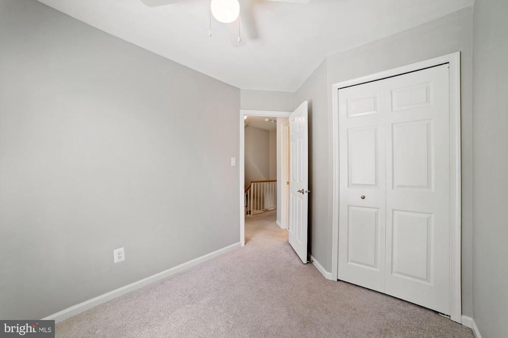 Bedroom #2 - Ceiling Fan & Overhead Lighting - 8486 SPRINGFIELD OAKS DR, SPRINGFIELD