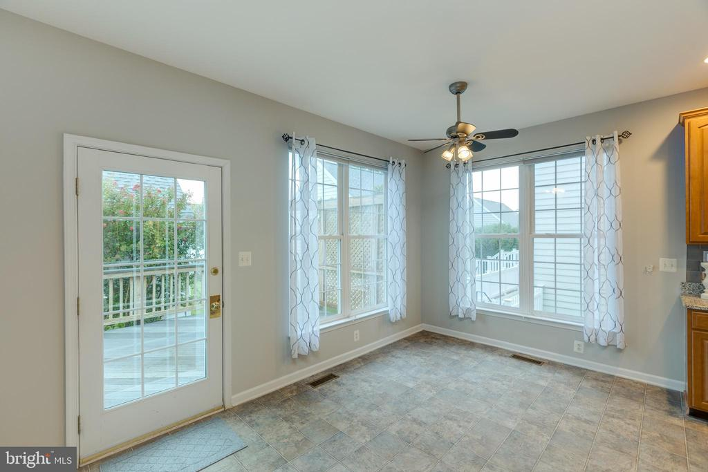 Lots of windows to brighten the morning room! - 43058 BARONS ST, CHANTILLY