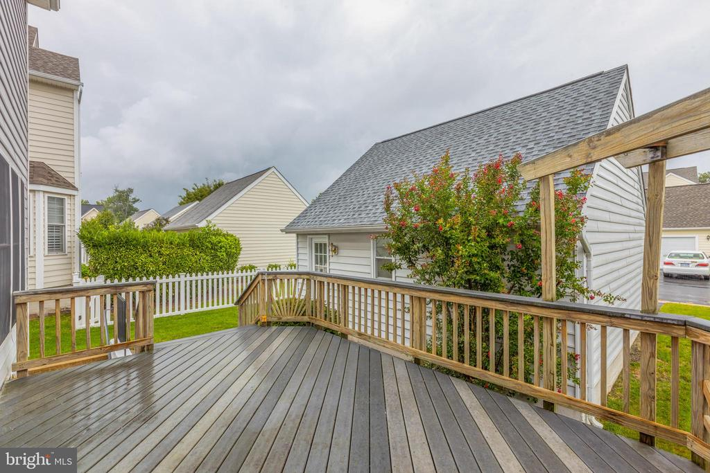 Perfect deck for entertaining & grilling! - 43058 BARONS ST, CHANTILLY