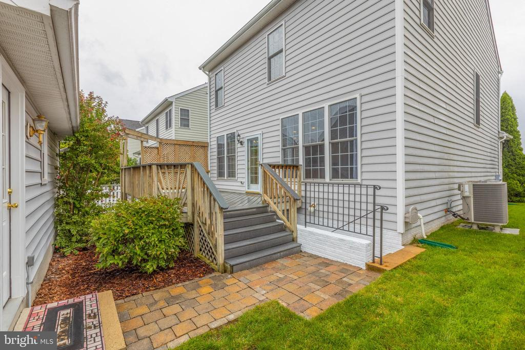 Walkway leading to a double car garage! - 43058 BARONS ST, CHANTILLY