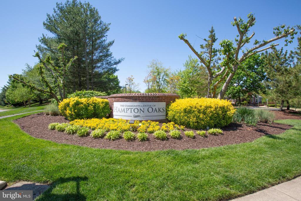 Amenity filled Hampton Oaks - 1 NEW BEDFORD CT, STAFFORD
