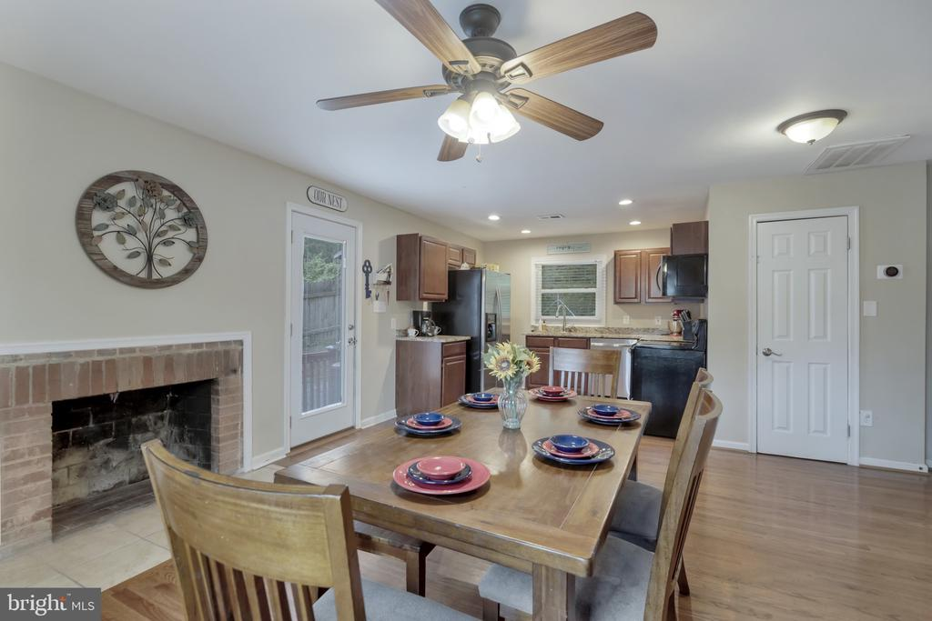 Fireplace in dining room - 19133 WINDSOR RD, TRIANGLE