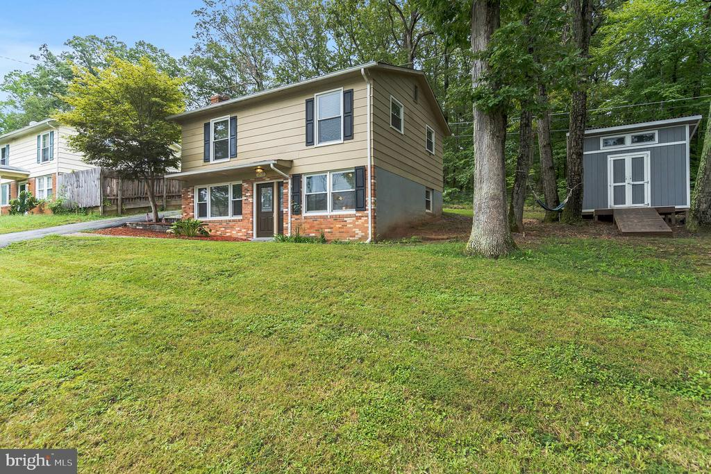 Two level colonial on large lot - 19133 WINDSOR RD, TRIANGLE