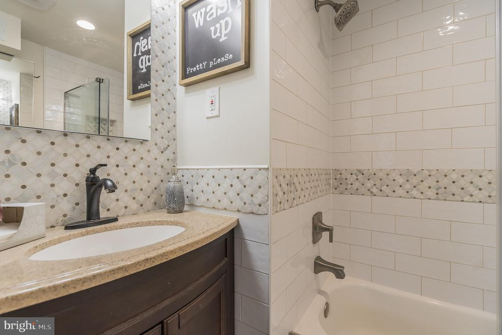 Lower level full bath - 19133 WINDSOR RD, TRIANGLE
