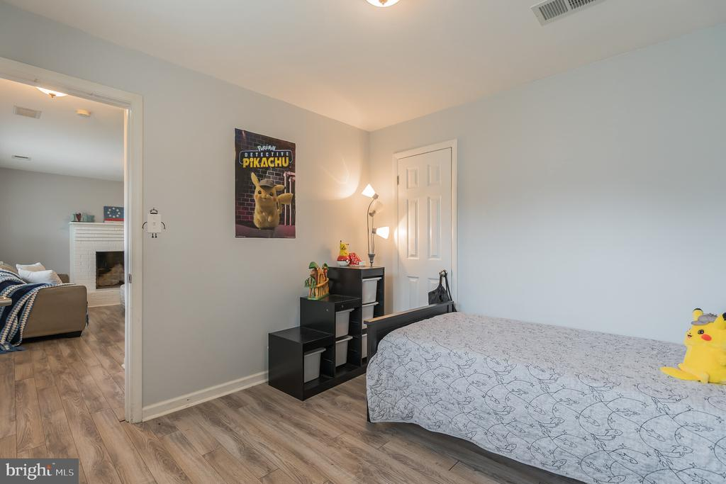 Lower level third bedroom - 19133 WINDSOR RD, TRIANGLE