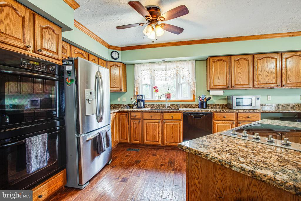 Granite Countertops, Wall Oven, Island w/Cooktop - 1546 W OLD MOUNTAIN RD, LOUISA