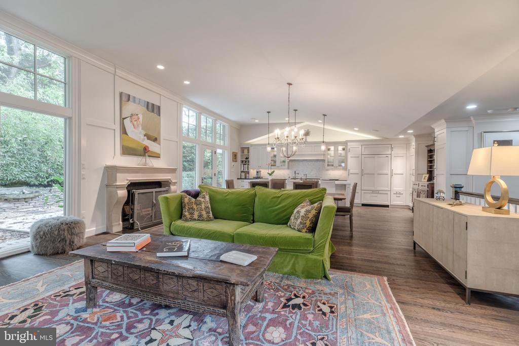 Expansive great room - 3629 ALBEMARLE ST NW, WASHINGTON
