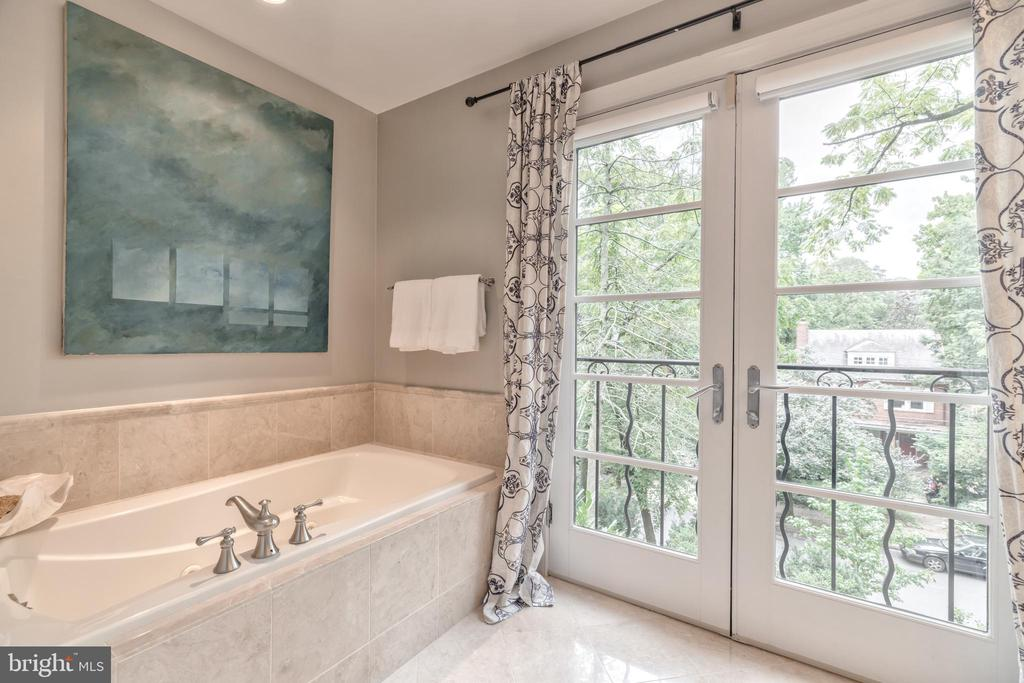 Separate soaking tub - 3629 ALBEMARLE ST NW, WASHINGTON