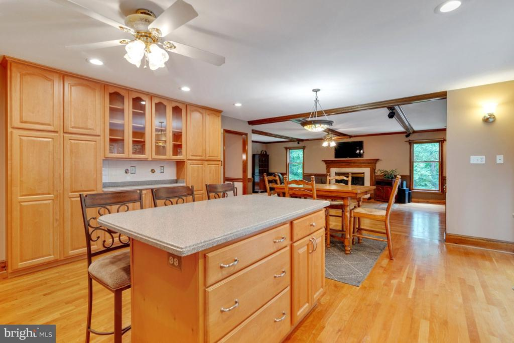 Look at all those cabinents! - 13613 BETHEL RD, MANASSAS