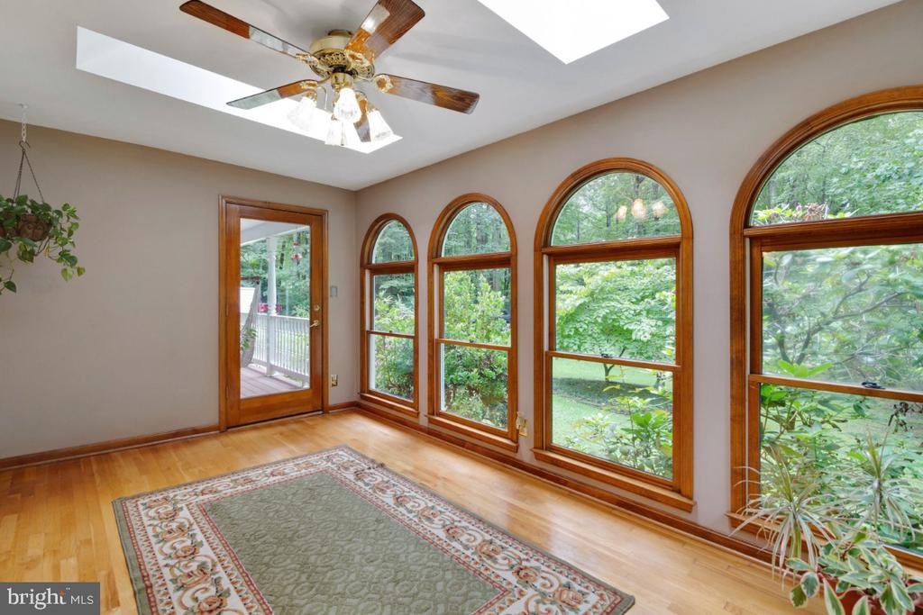 What a great place to enjoy your morning coffee! - 13613 BETHEL RD, MANASSAS