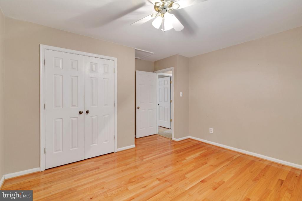 ceiling fans in all bedrooms - 13613 BETHEL RD, MANASSAS