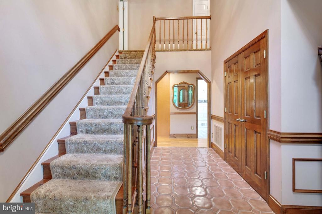 Lovely 2 story foyer - 13613 BETHEL RD, MANASSAS