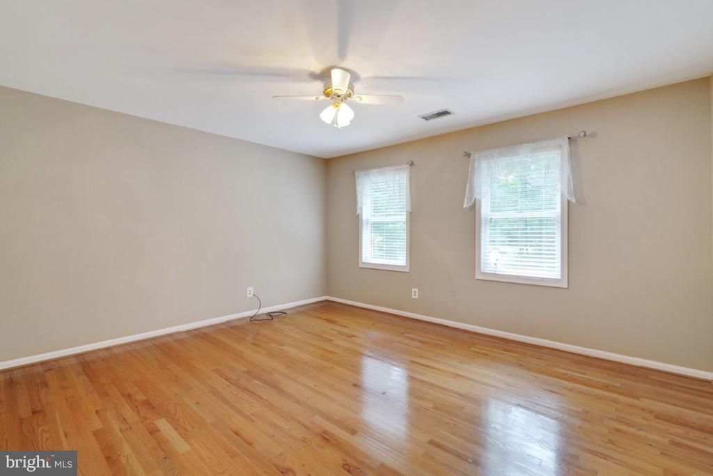 Secondary bedroom 1 - huge - 13613 BETHEL RD, MANASSAS