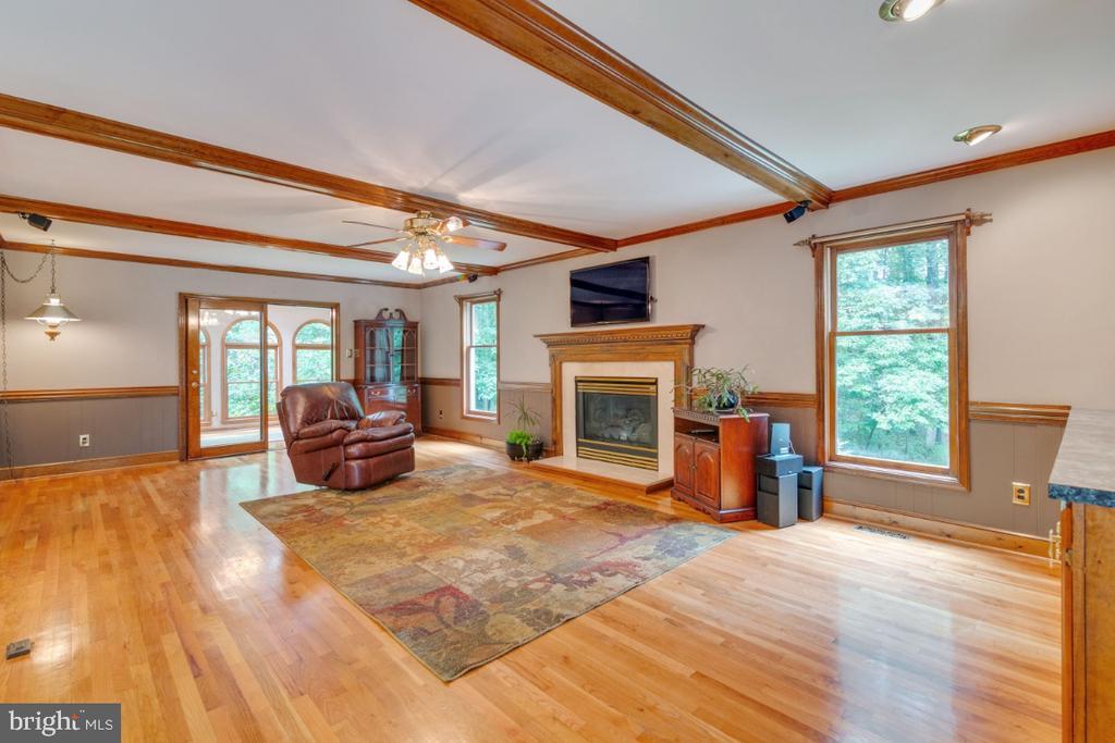 Love this Great room w/gorgeous wood beams&floors - 13613 BETHEL RD, MANASSAS