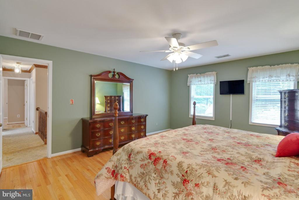 Hardwood floors in all bedrooms - 13613 BETHEL RD, MANASSAS