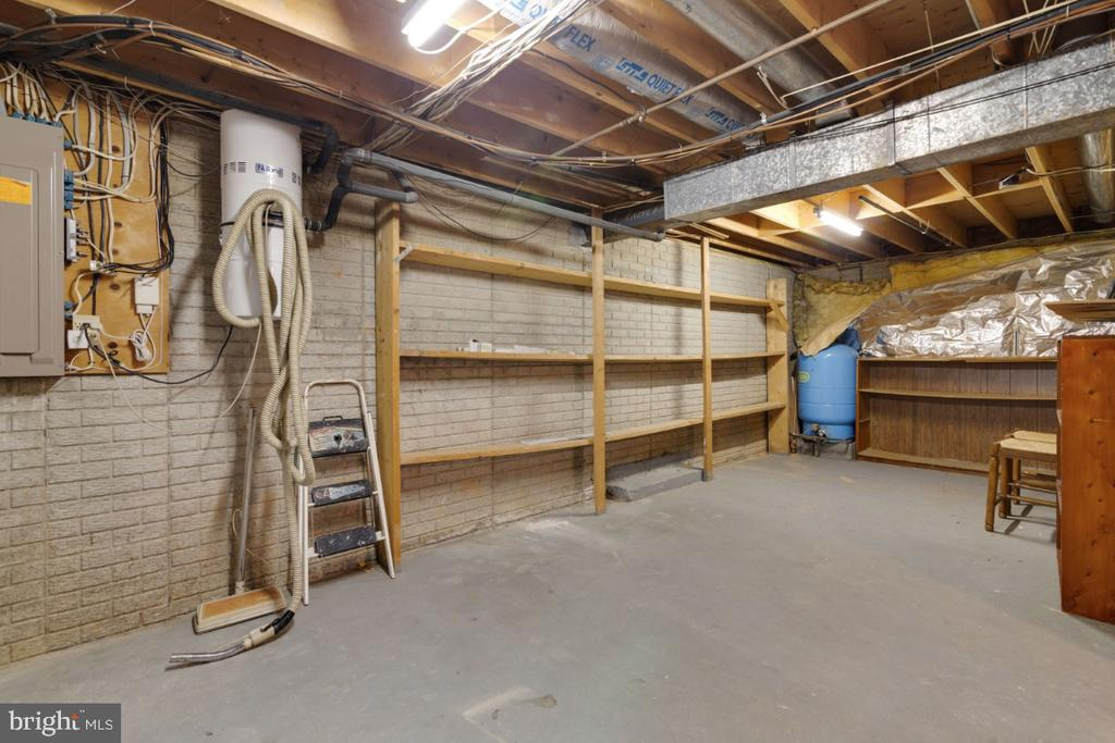 Huge amount of storage - 13613 BETHEL RD, MANASSAS