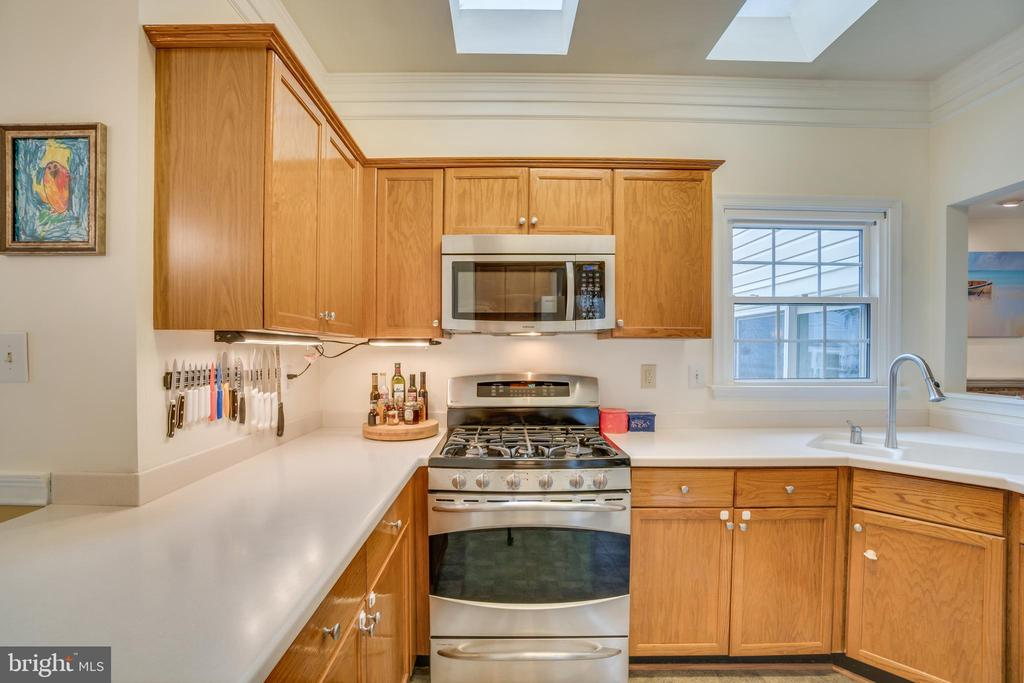 Stainless appliances - 5502 VILLAGE CENTER DR, CENTREVILLE
