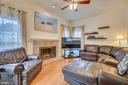Spacious family room - 5502 VILLAGE CENTER DR, CENTREVILLE