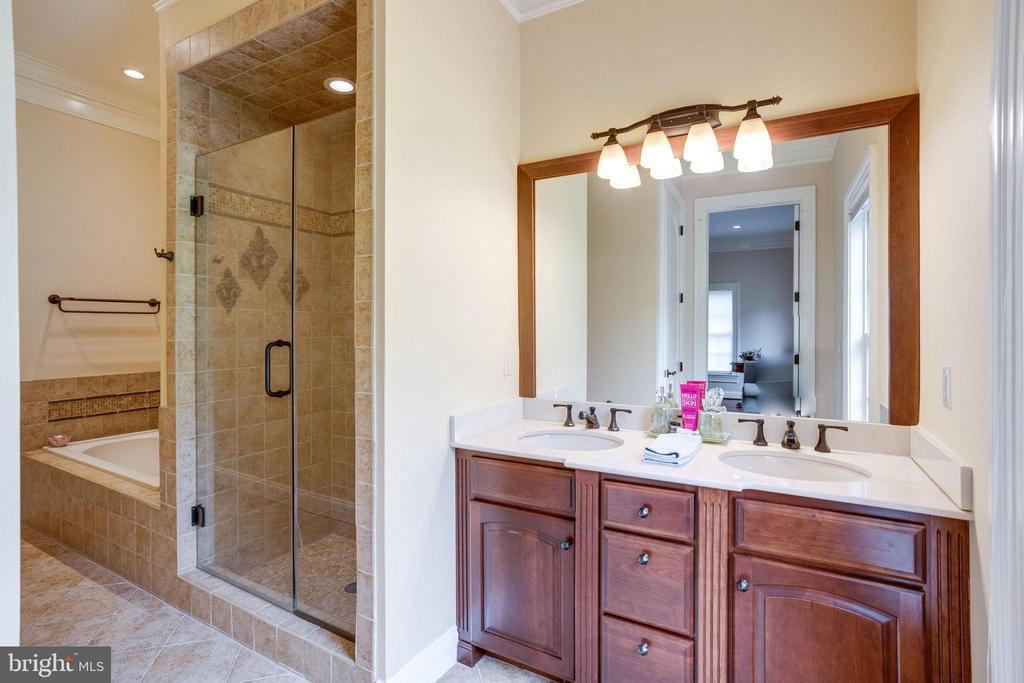 Bedroom 4 Private Bathroom - 17814 RUNNING COLT PL, LEESBURG
