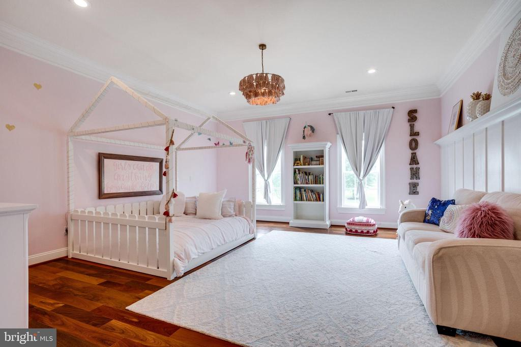 Bedroom 2 with Large Closet and Private Full Bath - 17814 RUNNING COLT PL, LEESBURG