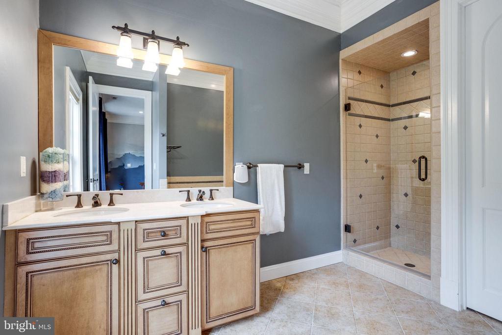 Bedroom 3 Private Bathroom - 17814 RUNNING COLT PL, LEESBURG