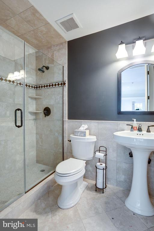 Bedroom 6 Private Bathroom - 17814 RUNNING COLT PL, LEESBURG