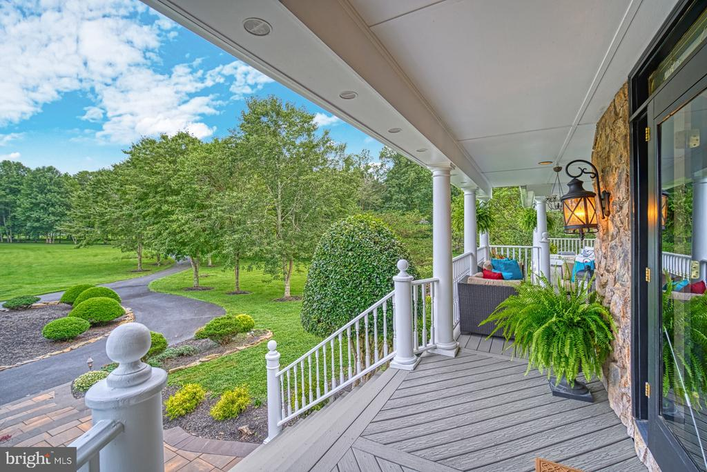 Welcoming Front Porch - 7421 DUNQUIN CT, CLIFTON