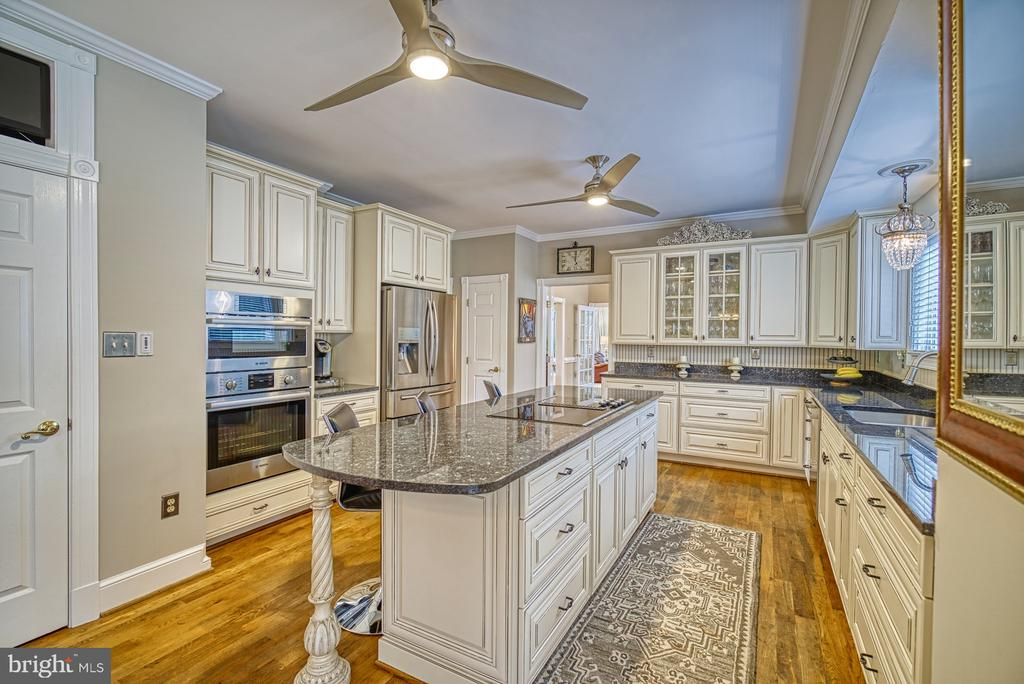Gourmet Kitchen w/ Large Island - 7421 DUNQUIN CT, CLIFTON