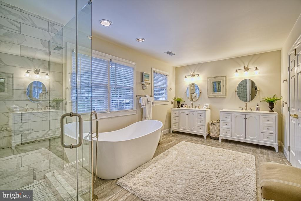 Relaxing Spa-Like Bath - 7421 DUNQUIN CT, CLIFTON