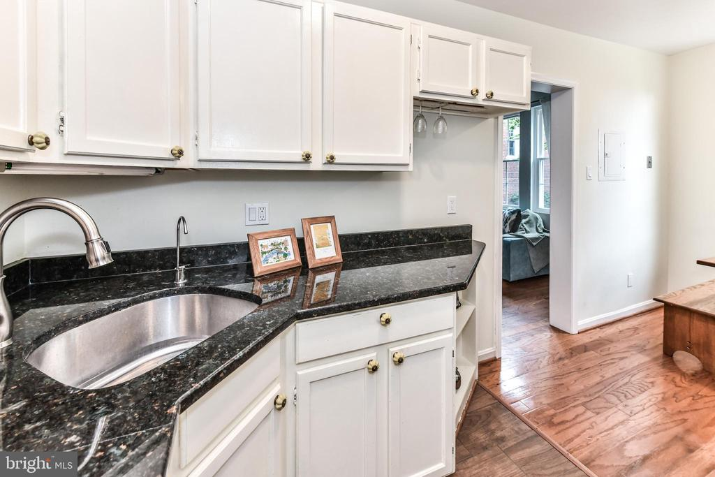 Counterspace for the cook! - 1903 KEY BLVD #11545, ARLINGTON