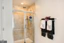 and a bench in the shower, - 10698 VIEWMONT LN, MANASSAS