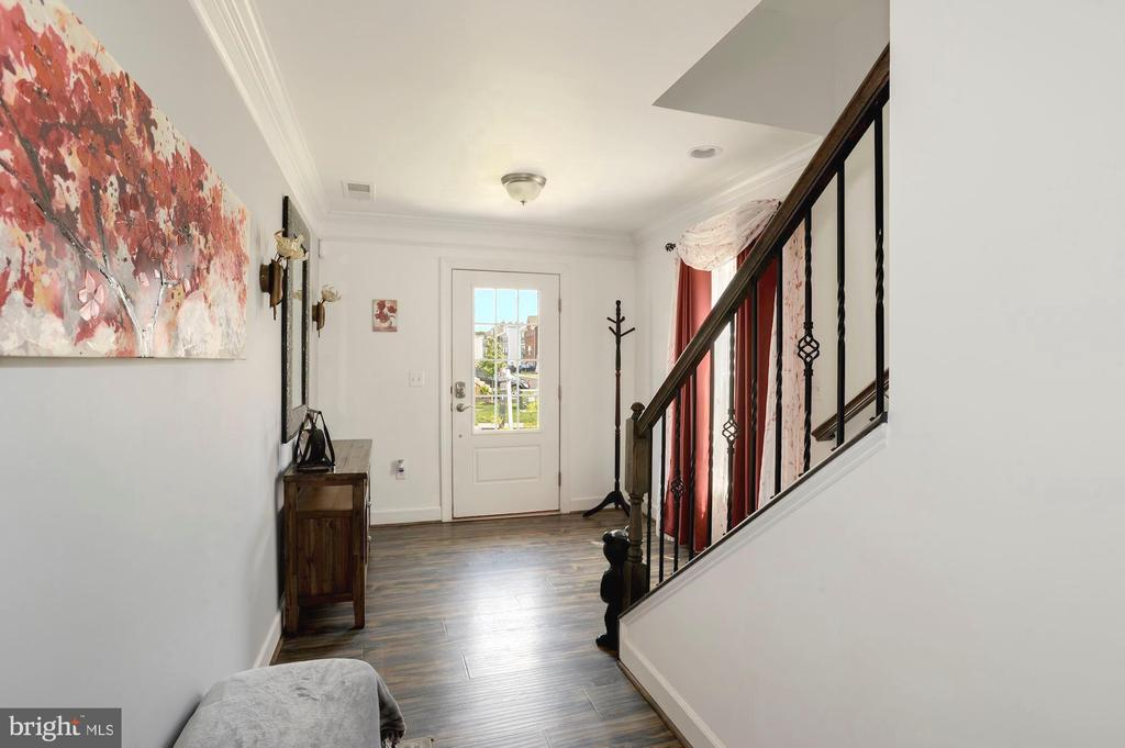 Lower level entrance - 10698 VIEWMONT LN, MANASSAS