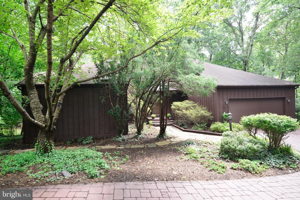 Driveway to the house - 11137 GLADE DR, RESTON