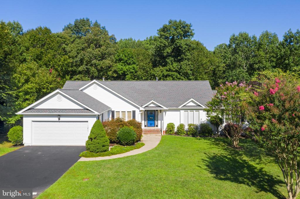 Beautiful Summer Landscaping Backing To Trees - 12984 PINTAIL RD, WOODBRIDGE