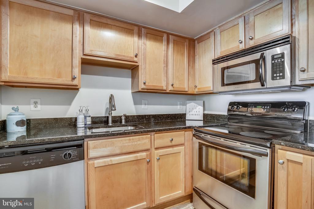Stainless steel appliances - 1001 N RANDOLPH ST #417, ARLINGTON