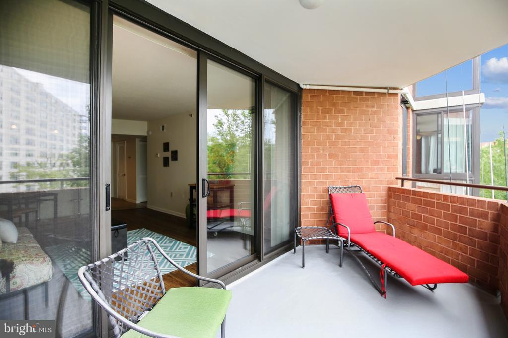 GREAT outdoor space - 1001 N RANDOLPH ST #417, ARLINGTON
